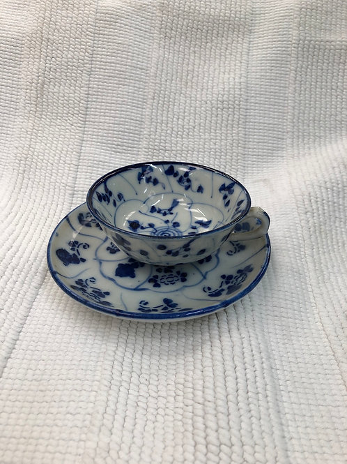 Small teacup and saucer (G1)