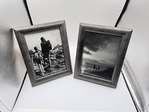 2 x photo frames (E1)