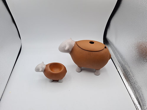 Hardy sheep egg cup and gravy boat boxed (R1)