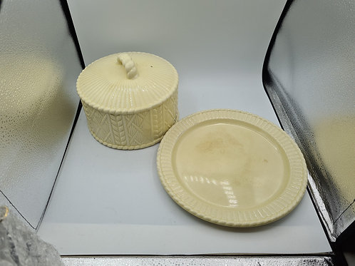 Cheese lidded plate (L1)