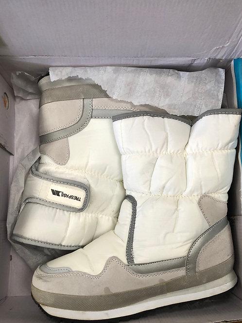 UK Size 5 New Snowboots (2:2)