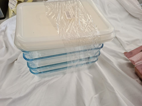 4 x glass dishes with plastic lids (L1)