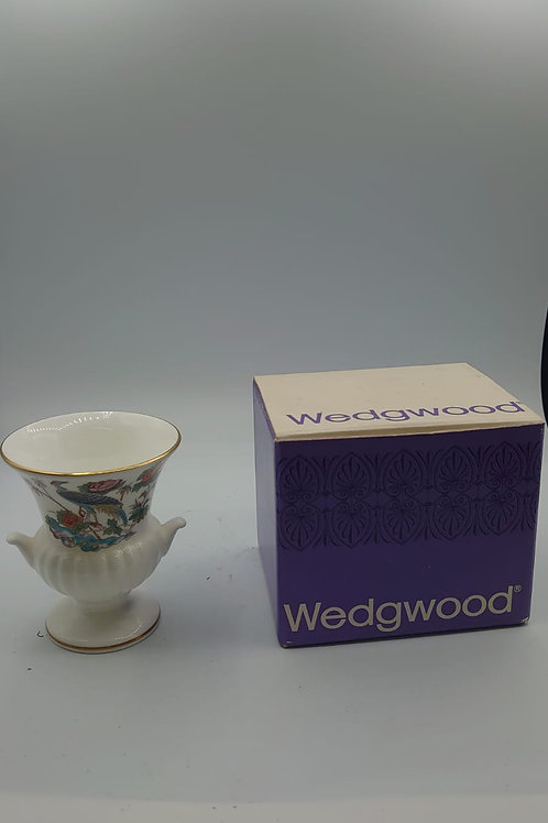 Wedgewood small urn (market 4)