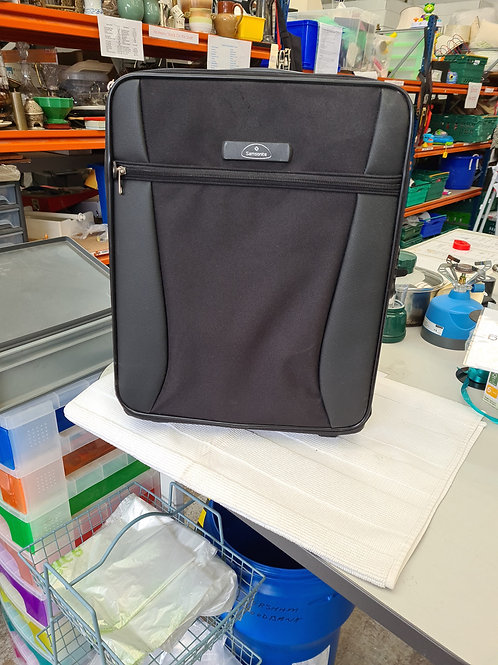 Samsonite bag, pull up handle and rear wheels (0:0)