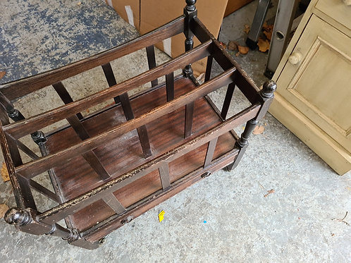 Magazine rack with drawer