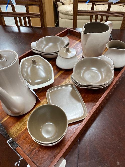 Poole pottery set (SS dine 34)