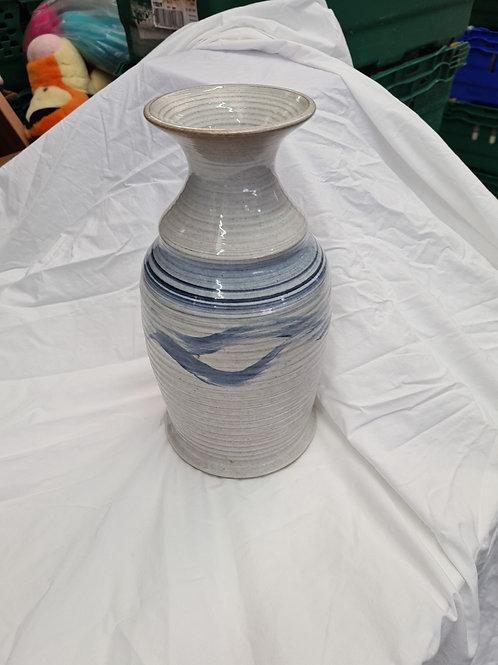 Stoneware vase (E1)