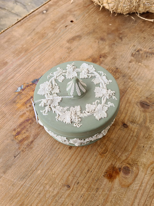 Wedgwood lidded pot (Y2)