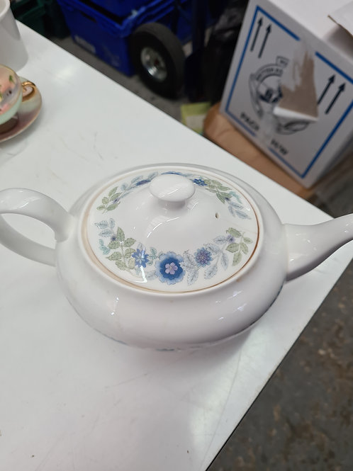 Wedgwood teapot, repaired crack to lid (N)