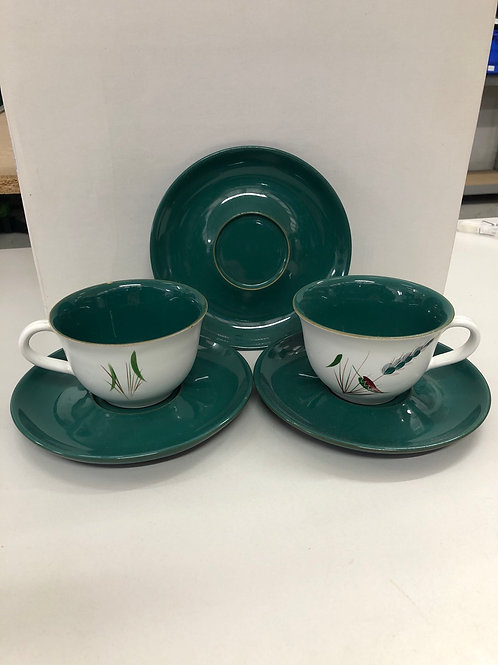 Green/White cup and saucers (Q1)