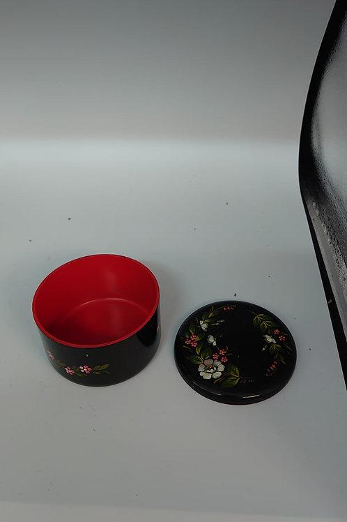 Pot with lid (market10)