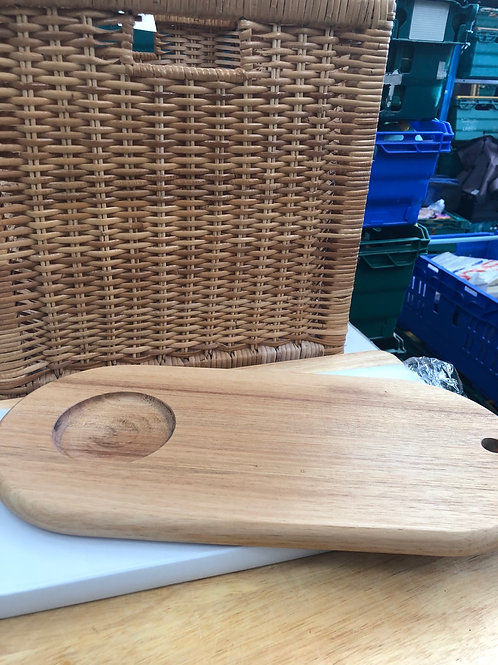 New in box wooden cheeseboard (D)