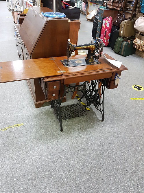 Antique singer sewing machine and stand (SS 1)