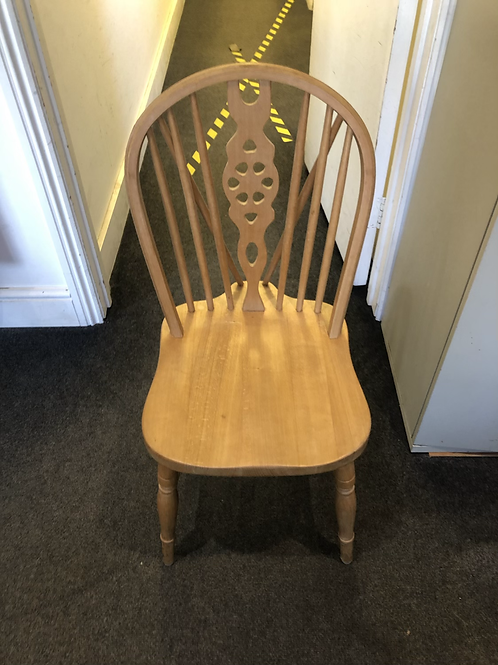 Set of 4 chairs (2 with arms and 2 without)