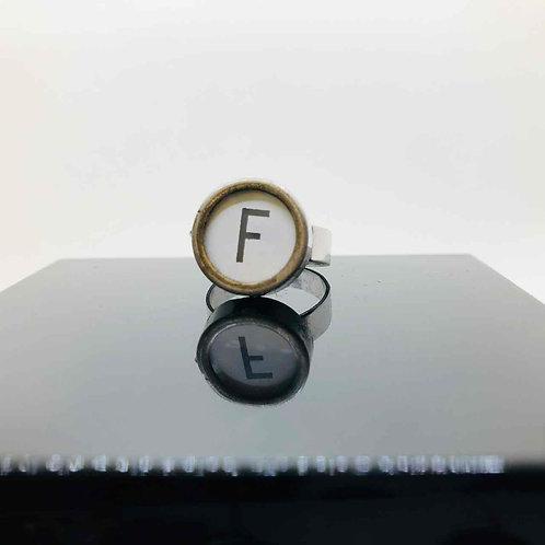 """Schreibmaschinen-Ring """"F"""""""