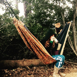 _pearlsweetcakes chillin in her hammock 😊 #hammocklife #adventuretime #thisisthelife #friends #lovi