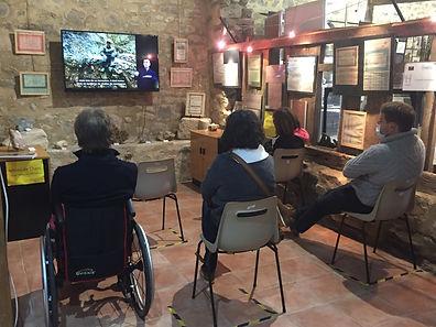 L'espace video permet d'accueillir confortablement les PMR et présente un film en LSF et sous-titré.