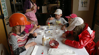 Atelier enfants de peinture couleur or