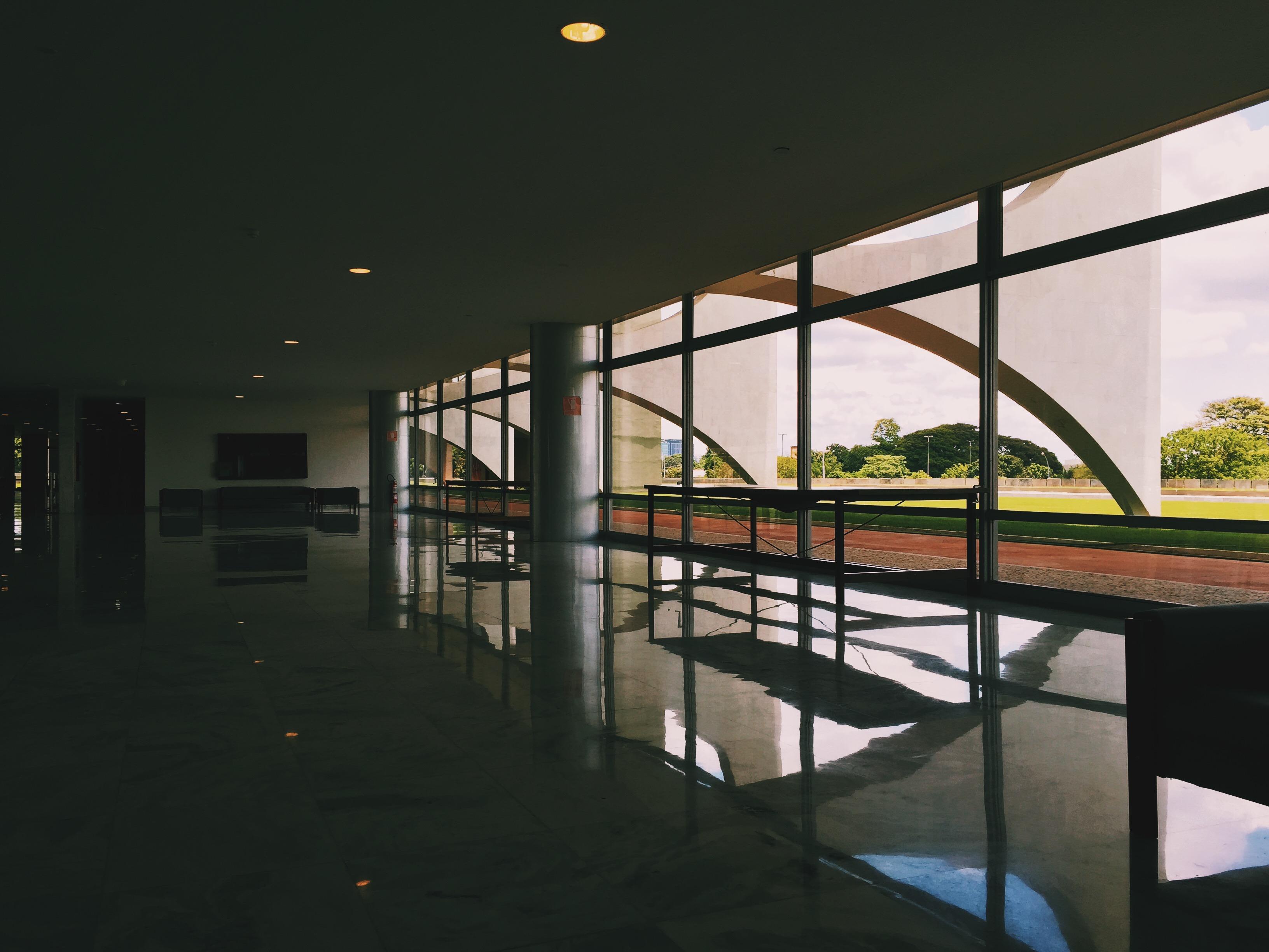 Salões e corredores do Planalto.