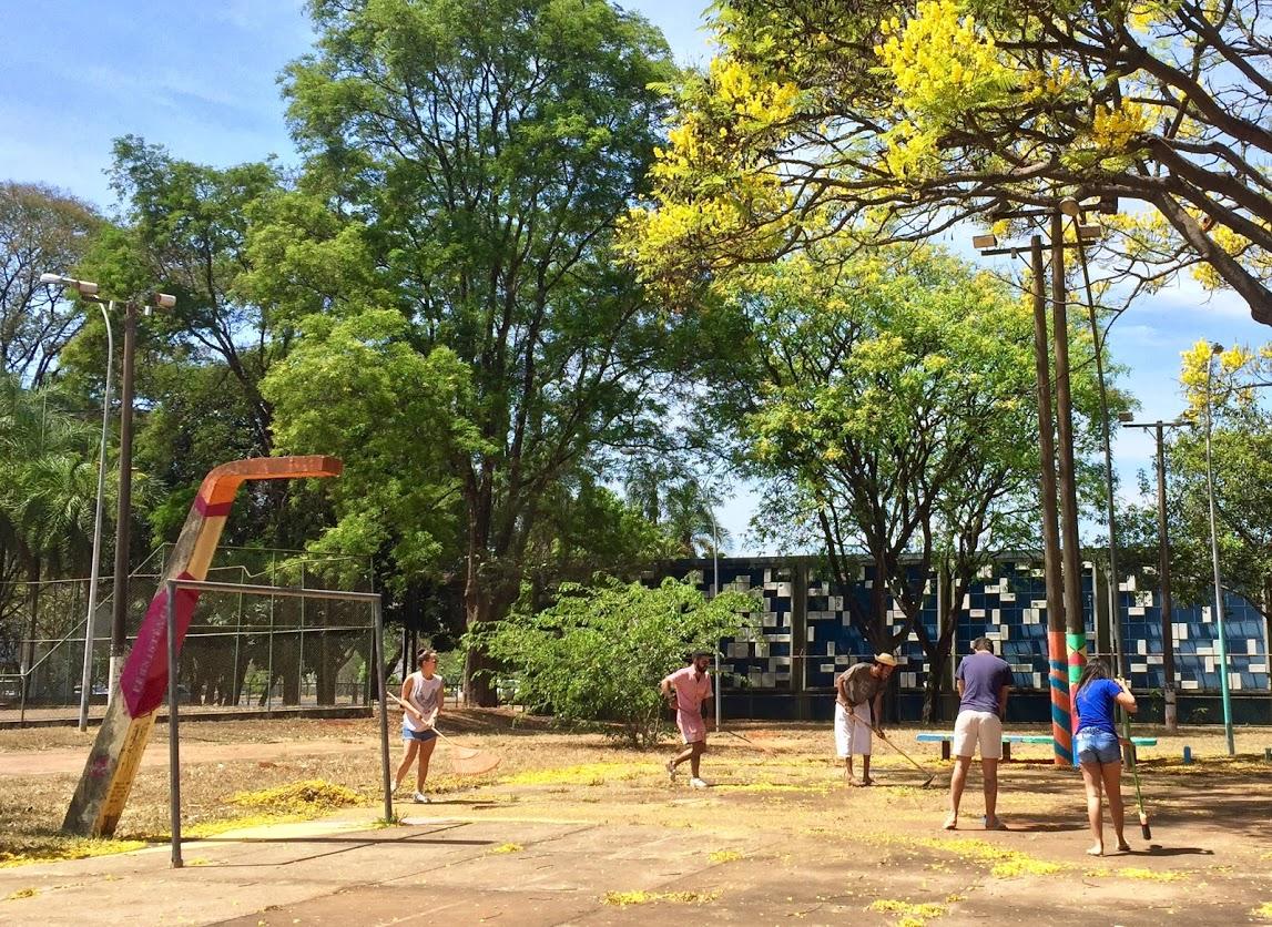 Limpeza de parque público.