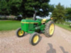 1982 John Deere 2240 2WD Tractor.jpg