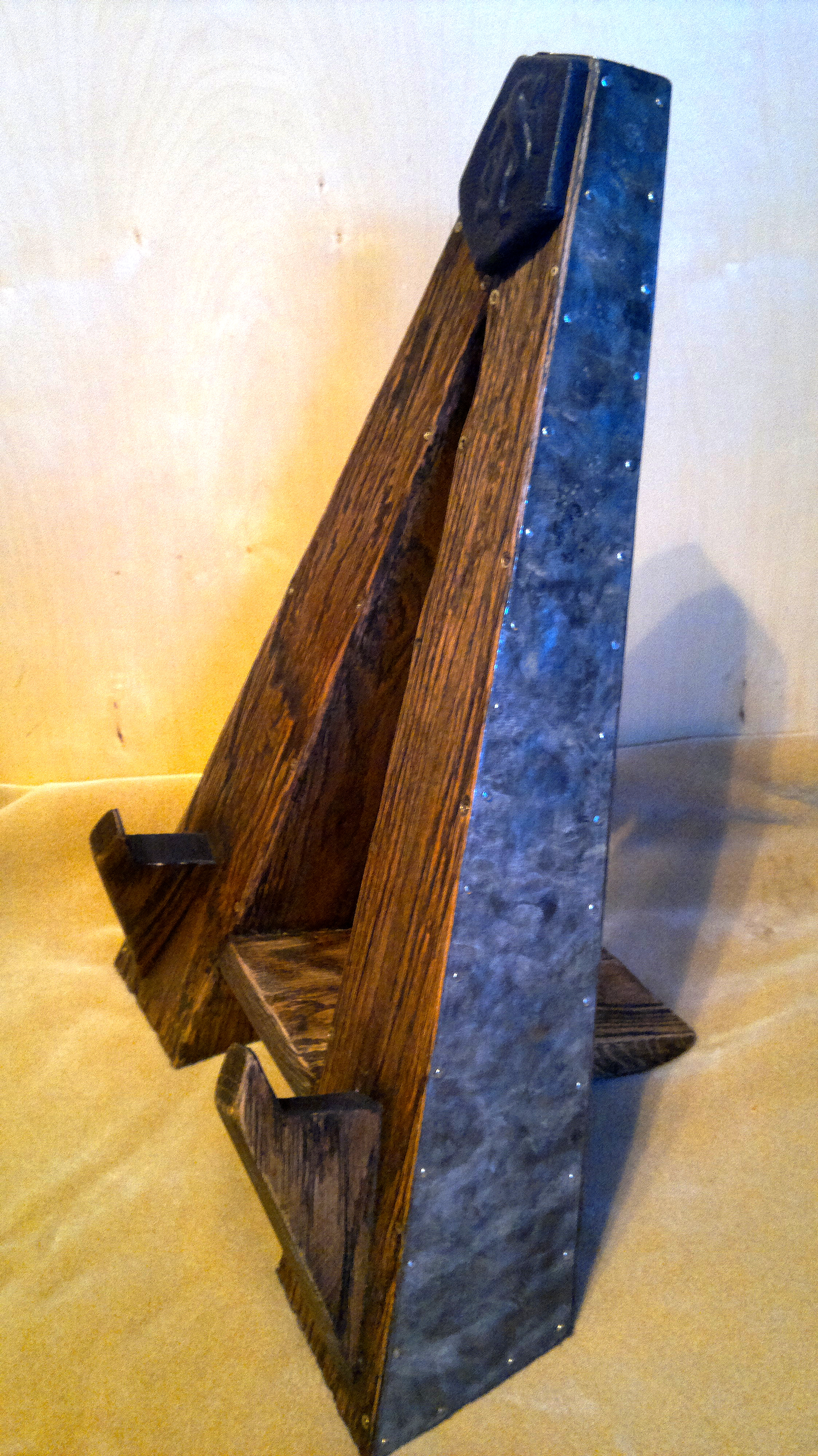 Guitar stand with metal forging