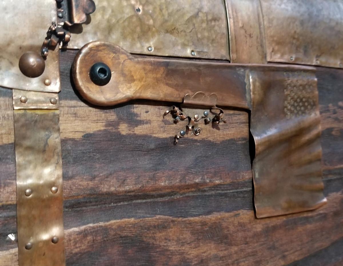 Rustic mailbox detail