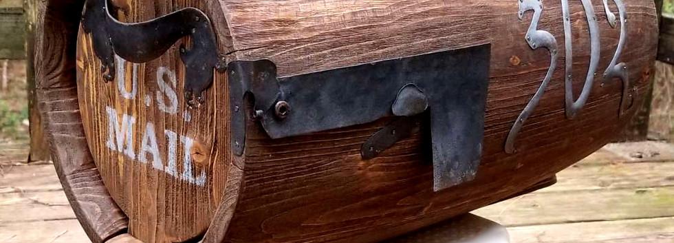 Barrel-shaped hobbit mailbox