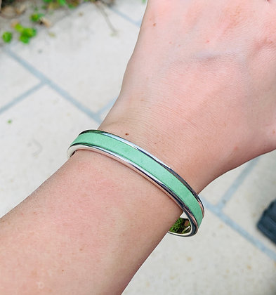 Bracelet jonc décoré de cuir
