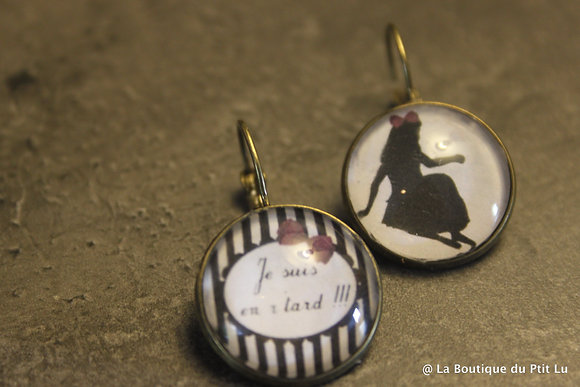 "Boucles d'oreilles cabochons ""Alice in Wonderland"""