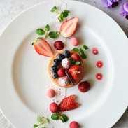 Brioche, yogurt drops and fresh berries