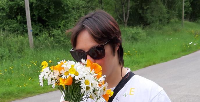 Emilie et son beau bouquet