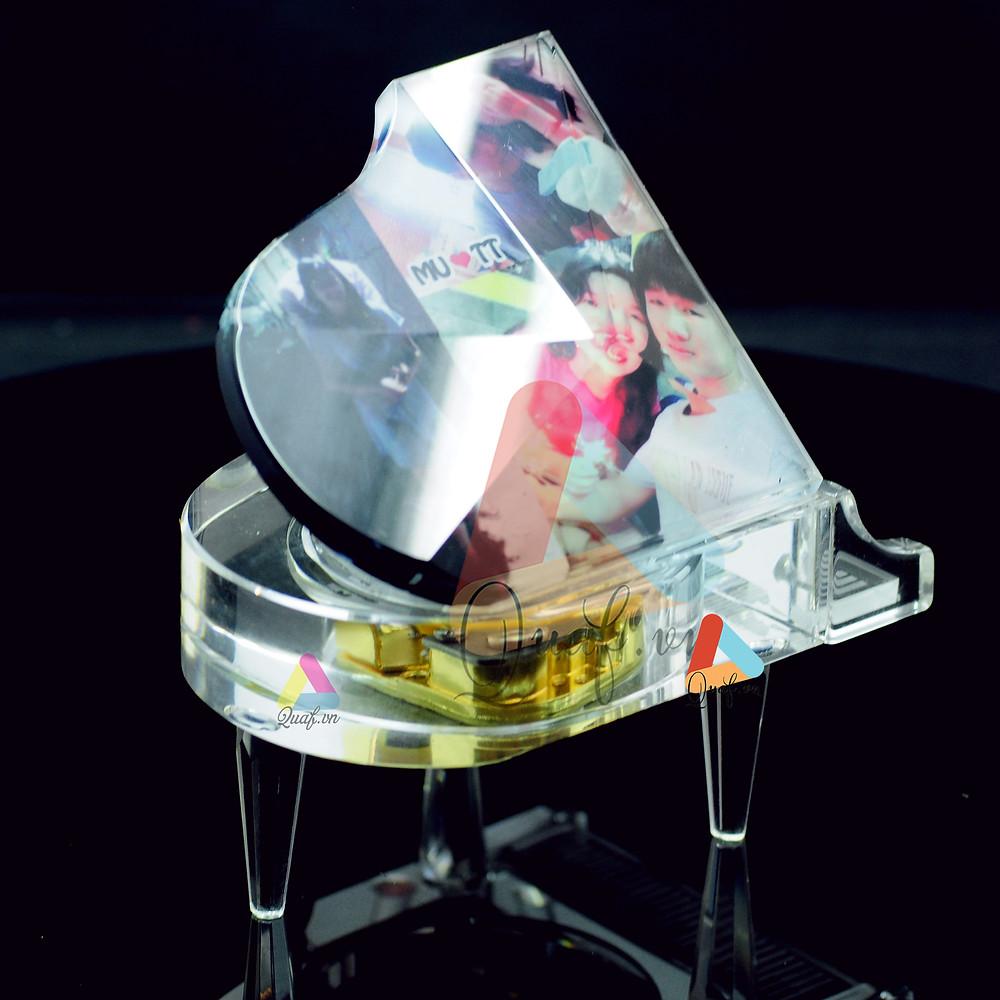 In ảnh lên pha lê đàn pinao kim cương