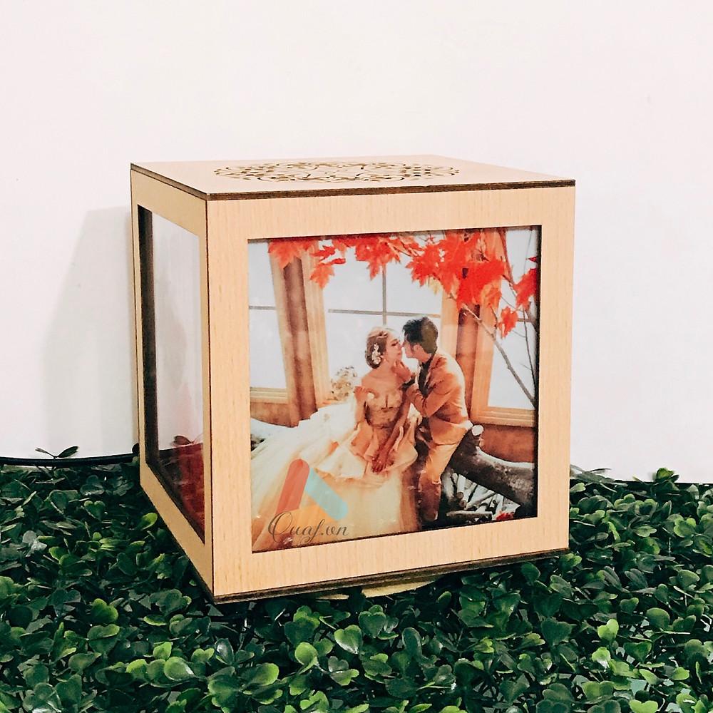 Quà tặng kỷ niệm ngày cưới bằng đèn tranh gỗ