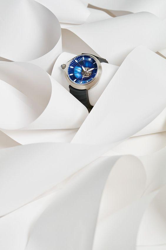 Valentine tặng gì cho bạn gái? Đồng hồ đeo tay