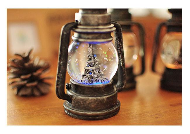 quà noel cho bạn trai - đèn bão cầu tuyết phát sáng