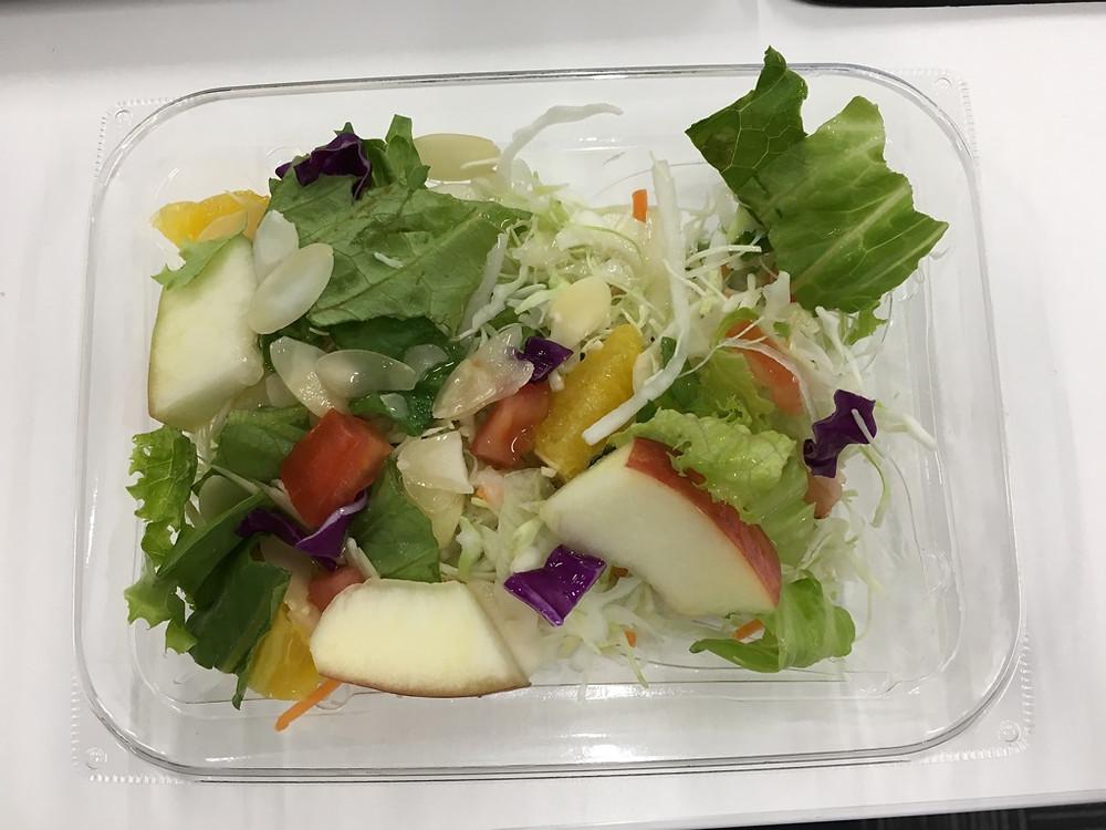 フルーツサラダ(グレープフルーツドレッシング)298円(税抜)