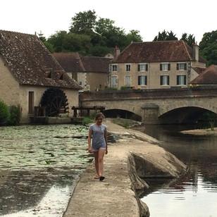 Amélie crossing the barrage