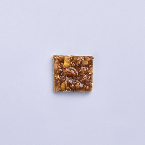 NUTS & CARAMEL BITES