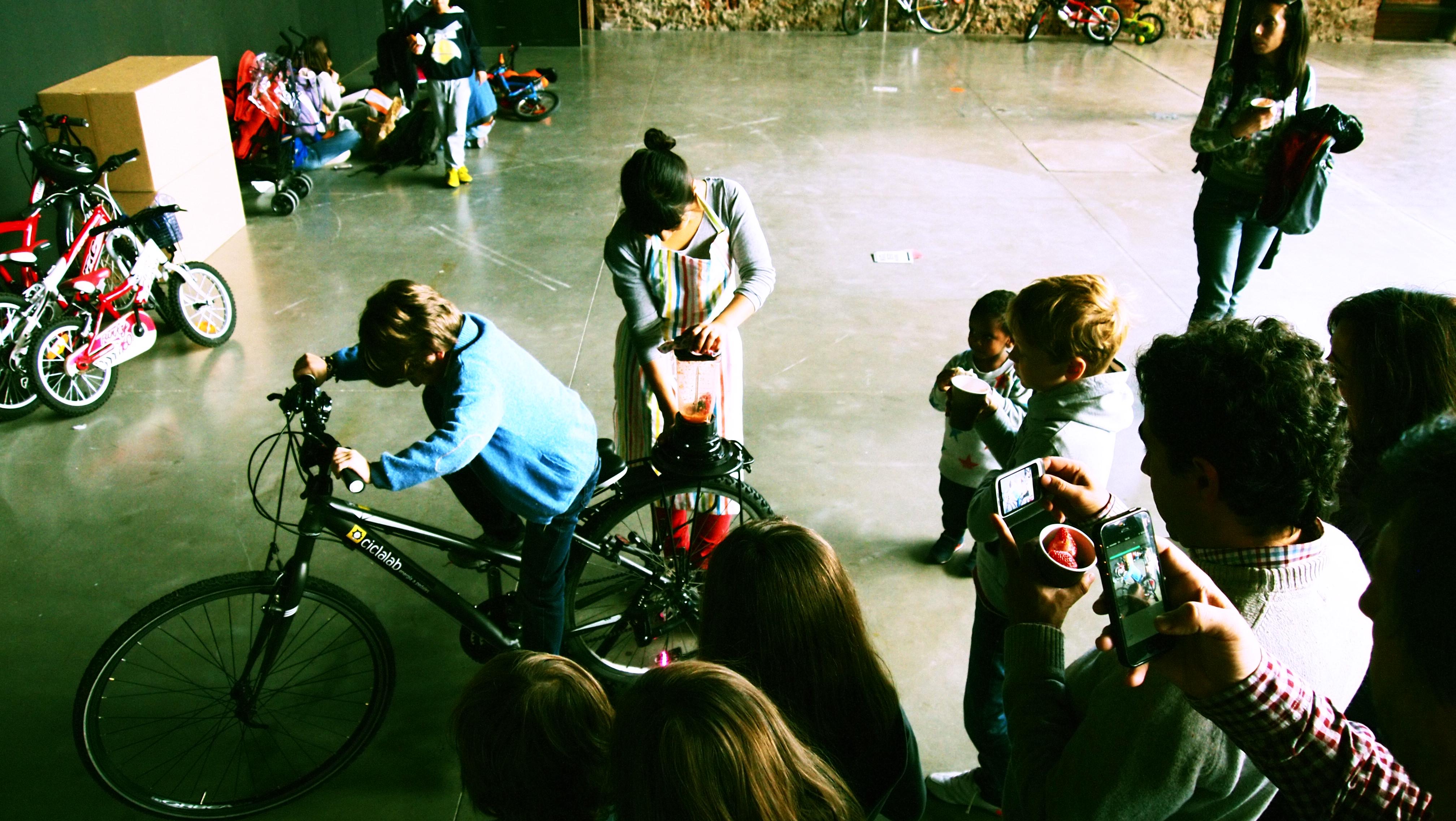 Flickr - Bicilicuadora en el FestiBal con B de Bici 2013 - Matadero