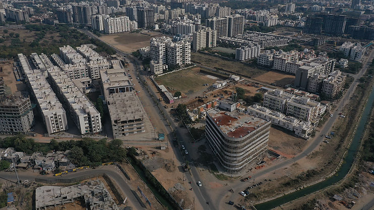 For Samasta, location is an asset. Located just at the right balance from the city center and suburbs. All life essantial services are situated at near-by distance.
