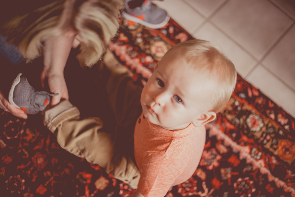 At-home family lifestyle photography by Anna Gutermuth.