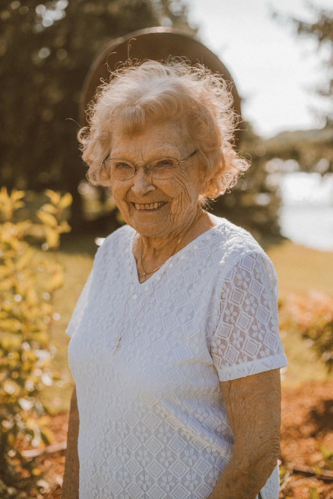 Great-grandma poses for a portrait. Lifestyle Photography by Anna Gutermuth.