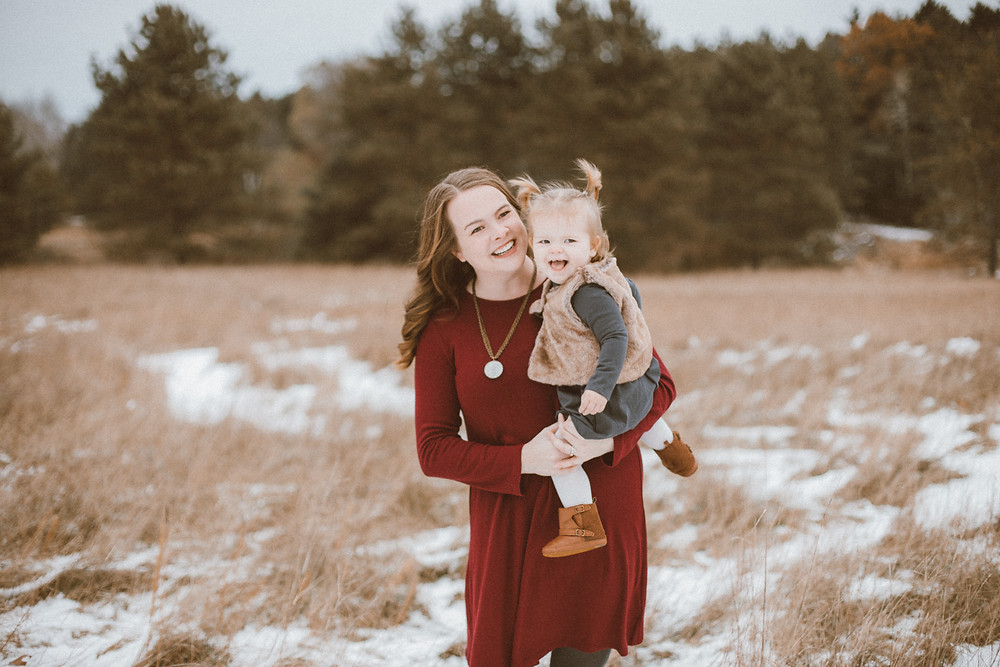 At-home winter lifestyle family session. Photography by Anna Gutermuth.