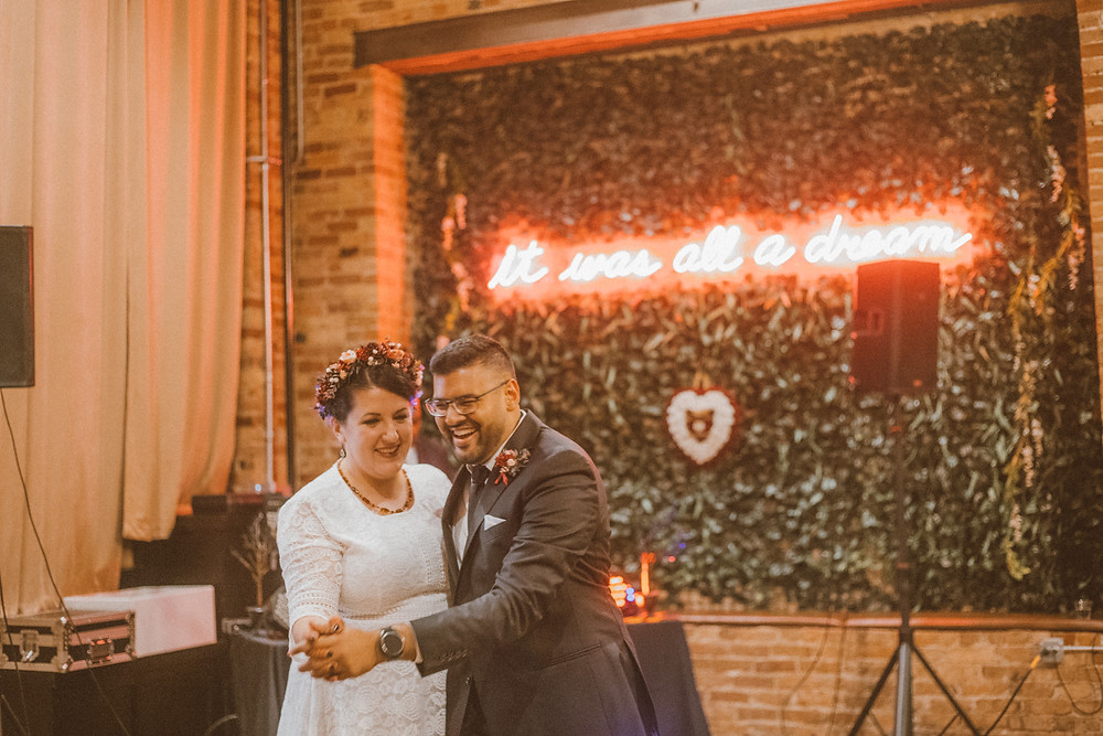 Modern Indian wedding at Row 24 in Chicago, IL. Wedding photography by Anna Gutermuth.