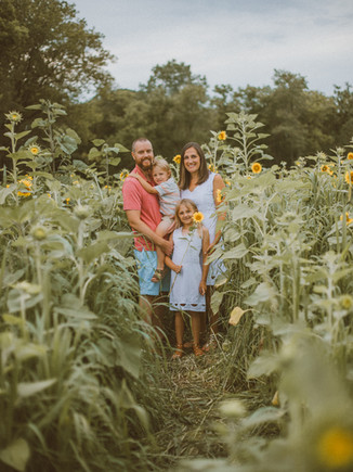 Oak Rest Farms Sunflowers | Burlington, WI | Lifestyle Family Photography | Walsh Family