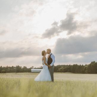 Backyard Barn Wedding | Waupaca, WI | Wisconsin Wedding Photography | Mr + Mrs Gilbert