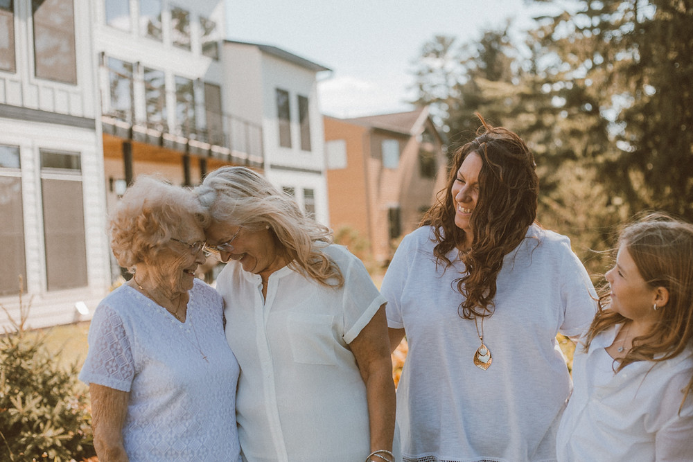 Four generations. Lifestyle Photography by Anna Gutermuth.