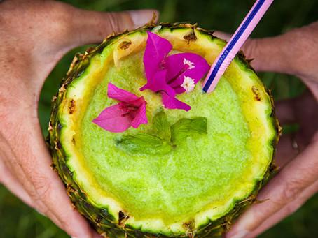Smoothie mojito à l'ananas, menthe et noix de coco