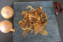 Les oignons crus caramélisés au déshydrateur